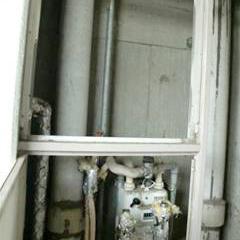 既存ガス給湯器の撤去作業