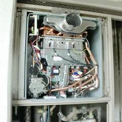 新規ガス給湯器本体の取り付け-①